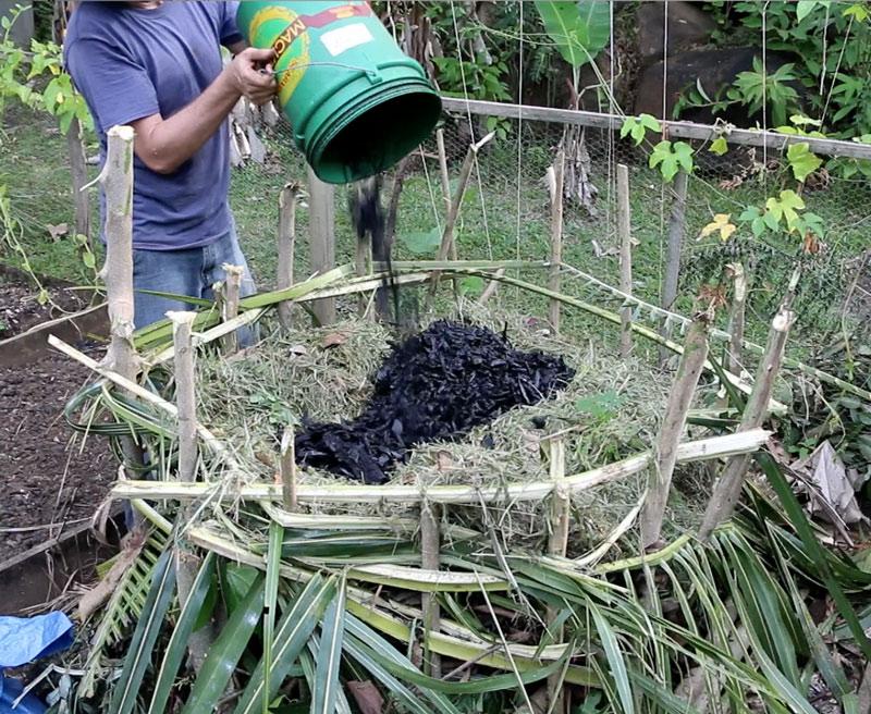 Simple_compost_pile_adding_biochar_to_compost