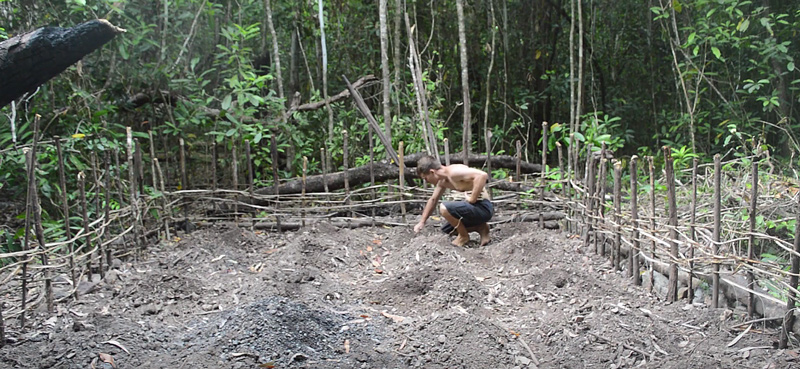 Primitive_tech-Planting_cassava