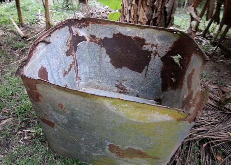 Galvanized-tub-compost-bin-empty