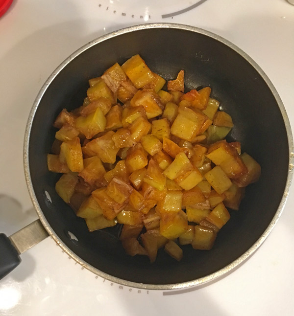 star fruit simmering in preparation for star fruit jam